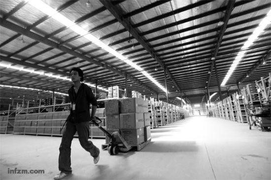 凡客在全国已经建了28 处仓储中心,图为凡客武汉仓储中心。(CFP/图)